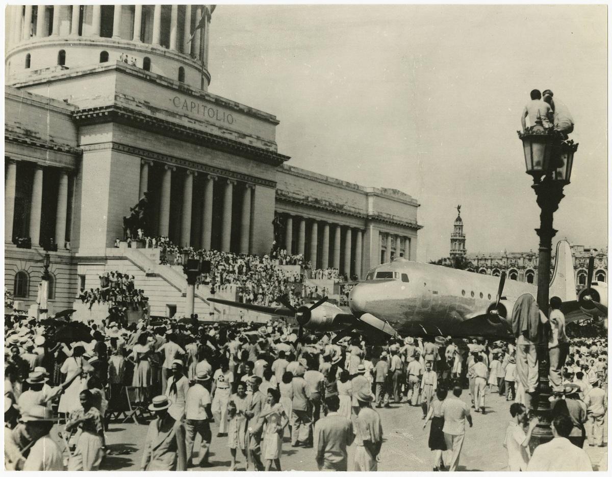 Cuando el Capitolio de La Habana se volvió noticia por un avión C-54 de la Segunda Guerra Mundial